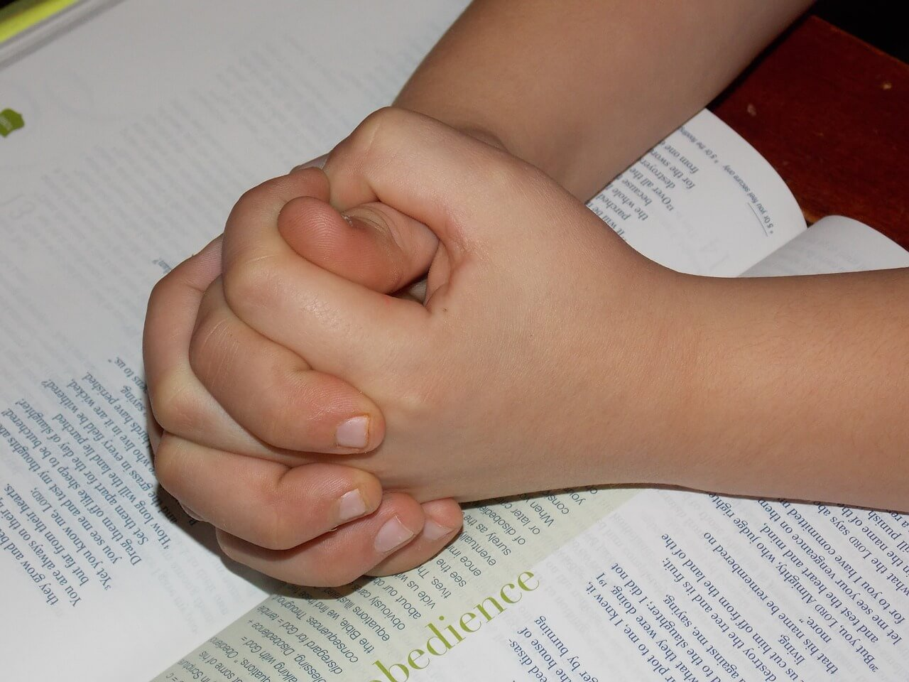 niño_biblia